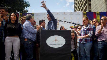 Possível governo de transição da Venezuela continua recebendo apoio da comunidade internacional