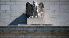 """Fed prevê que pandemia """"pesará fortemente"""" na economia no médio prazo"""