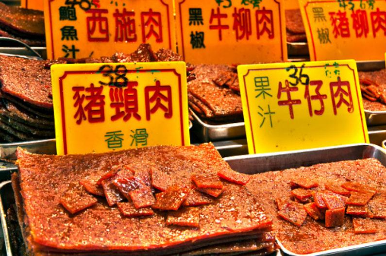 A carne seca chinesa é vendida em mercados de rua em Macau, no sul da China (Feifei Cui-Paoluzzo/Getty Images)