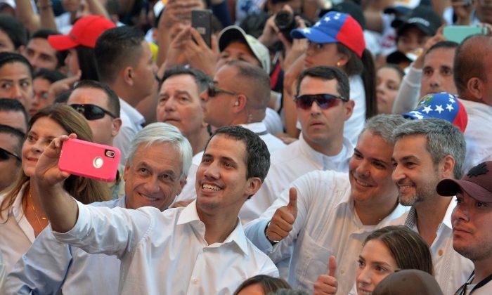 Guaidó faz aparição surpresa em show de apoio à Venezuela na Colômbia