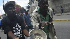 Haitianos saem às ruas em busca de comida e água em meio a tensão política