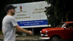 """EUA classificam referendo em Cuba de """"teatro político"""""""