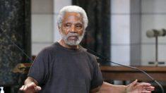 """""""É um trapo"""": senador dos EUA assemelha bandeira americana à uma suástica"""