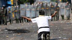 Ajuda humanitária da Venezuela foi recebida com gás lacrimogêneo e tiros nas fronteiras