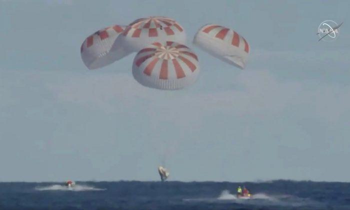 Cápsula SpaceX de Elon Musk cai na costa da Flórida e completa sua missão com sucesso
