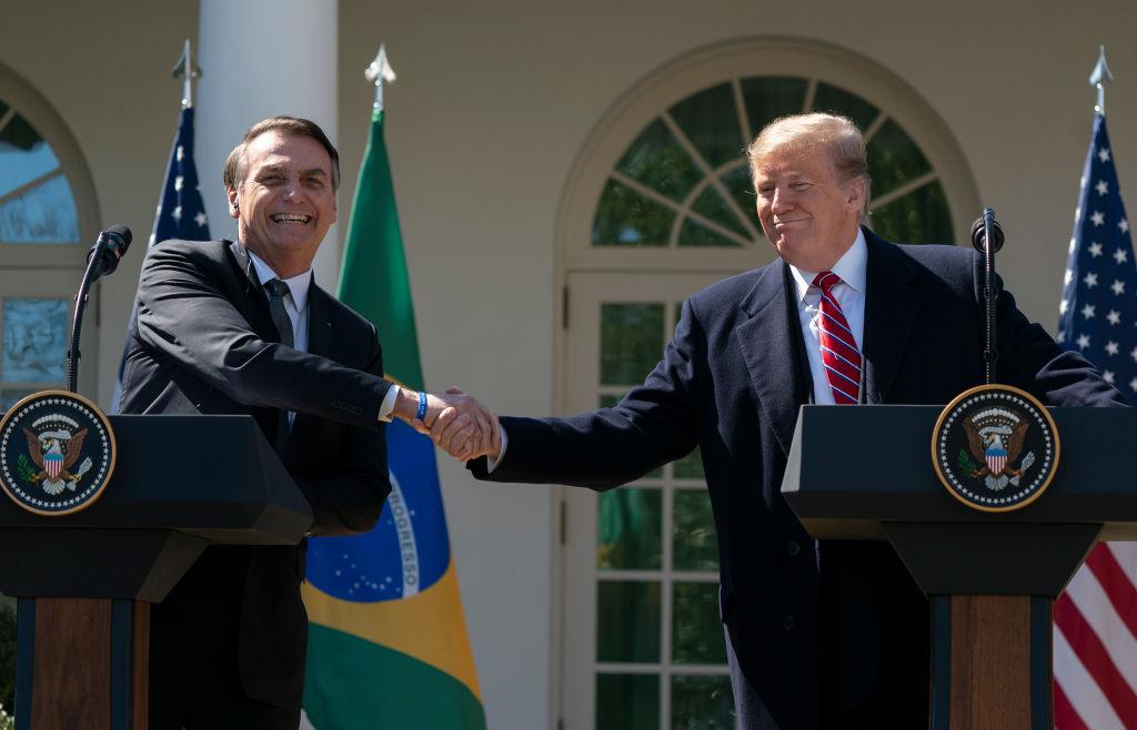 Presidente dos EUA, Donald Trump, e o presidente do Brasil, Jair Bolsonaro, realizam uma coletiva de imprensa conjunta no Jardim das Rosas da Casa Branca, em 19 de março de 2019, em Washington, DC. (Chris Kleponis-Pool / Getty Images)