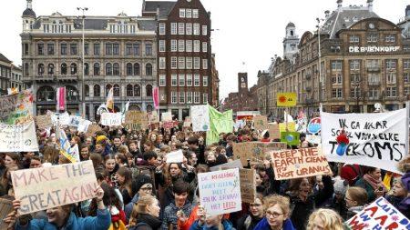 Cerca de 6 mil estudantes se manifestam em Amsterdã contra mudança climática