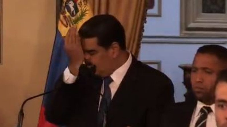 Colômbia impede entrada no país de 10 pessoas próximas a Nicolás Maduro (Vídeo)