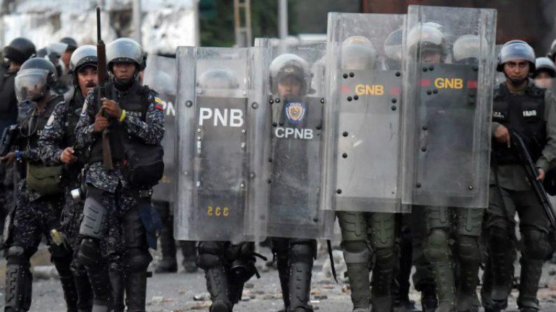"""Cubano denuncia que regime está recrutando jovens para """"defender Maduro"""" (Vídeo)"""