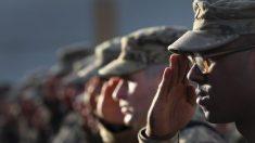 Pentágono assina diretiva para implementar proibição de Trump para transexuais no exército