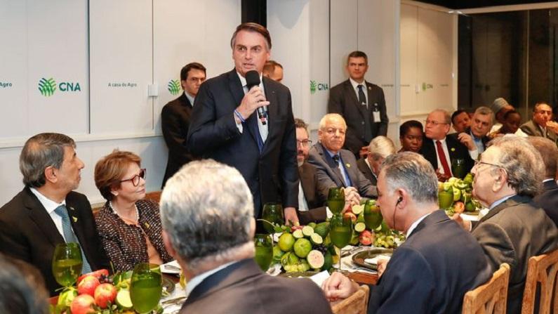 Brasil está de braços abertos, diz Bolsonaro a embaixadores árabes
