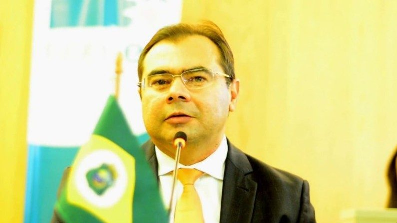 Deputado acha que educação em tempo integral é adequada para o Brasil e pede debate