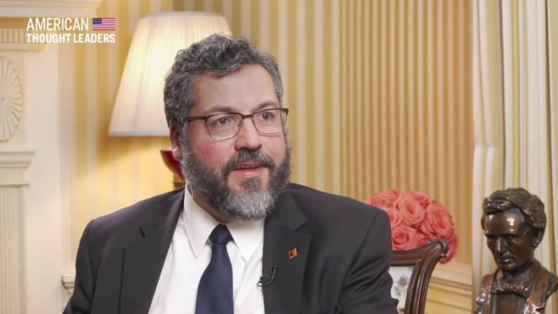 Ernesto Araújo estreita relações com Emirados Árabes para investimentos no Brasil