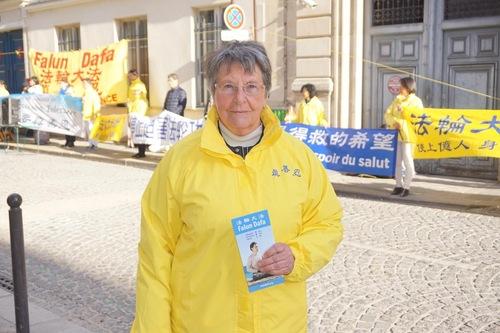 Anita Richard é uma praticante do Falun Gong (Minghui.org)
