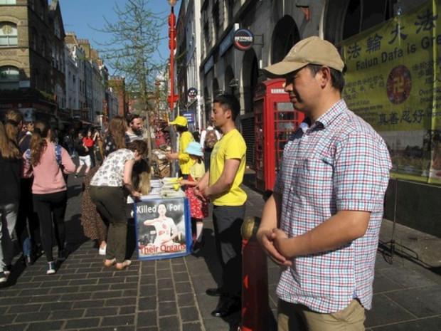 Atividade no bairro chinês de Londres (Minghui.org)