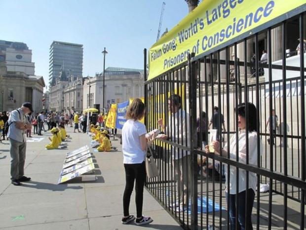 Reencenando a tortura de praticantes pelo regime chinês (Minghui.org)