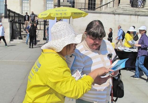 """É disso que eu preciso"""", disse Sharon (Minghui.org)"""