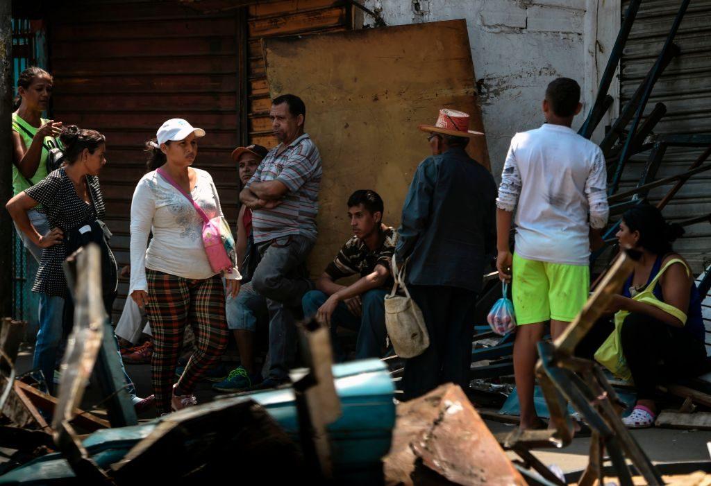 População fica na rua durante blecaute que paralisou a Venezuela por seis dias, em Maracaibo, no estado de Zulia, em 13 de março de 2019 (JUAN BARRETO / AFP / Getty Images)