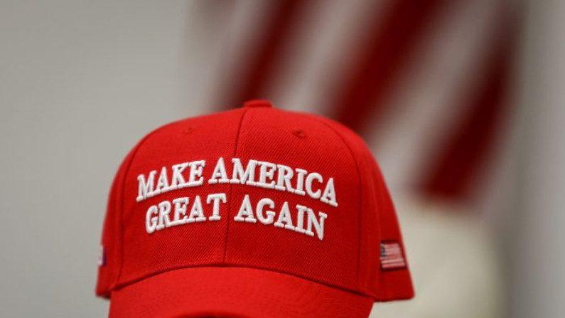 """Censura política: como a esquerda quer transformar """"Make America Great Again"""" em um símbolo de ódio"""