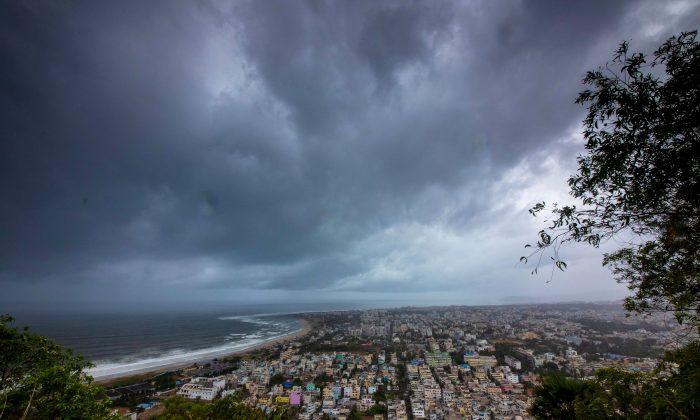 Ciclone Fani força a evacuação de 800.000 pessoas na Índia