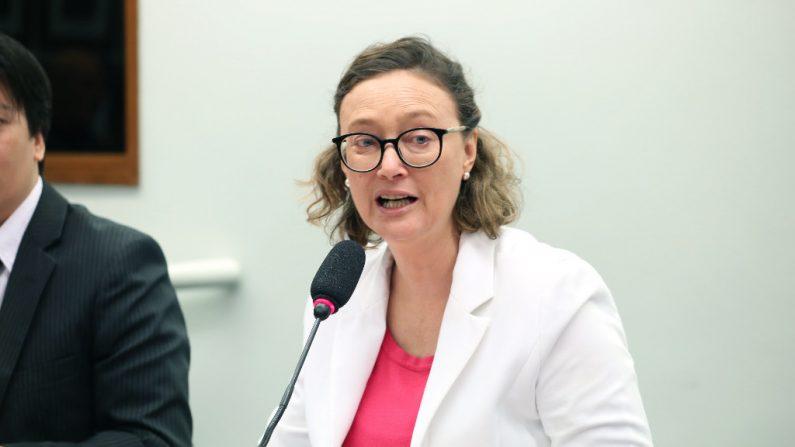 Deputada cobra repressão a grupos criminosos que disseminam fake news