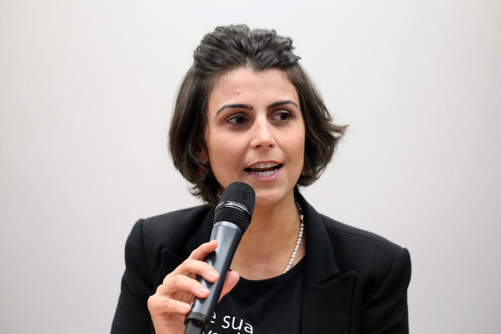 Manuela D'Ávila disse que 60% dos usuários de internet só leem as manchetes das notícias disseminadas pelas plataformas, e que isso virou uma forma eficaz de disseminar notícias distorcidas (Jailson Sam/Câmara dos Deputados)