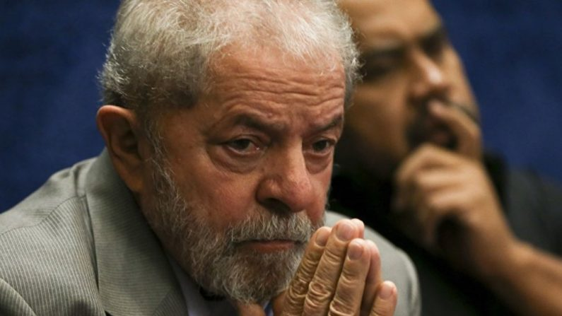 """Papa diz a Lula que reza por ele e lamenta """"duras provas"""""""