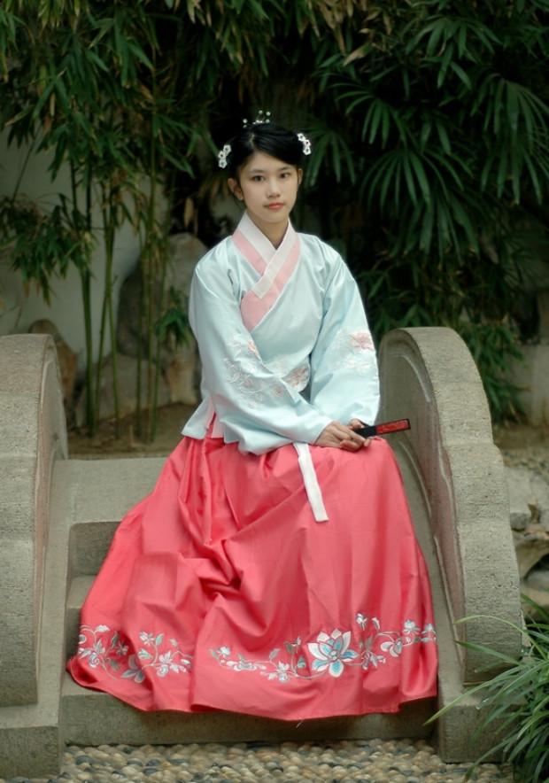 Vestido estilo Ming (©Wikimedia Commons | hanfulove)