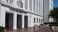 Alabama assina lei antiaborto que desafia sua legalidade nos EUA
