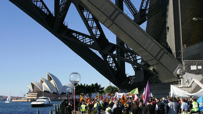 Ativistas escalam ponte de Sydney em protesto contra mudança climática