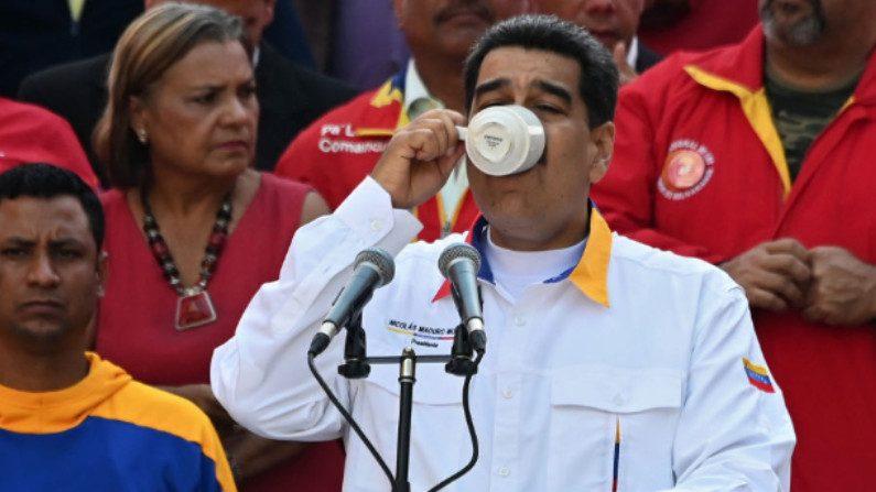 """A Colômbia """"pega o café"""" da Venezuela e depois o vende para o mundo, diz Maduro"""