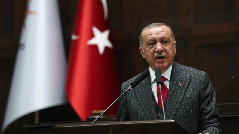 """Erdogan planeja abrir escolas na França para ensinar """"boa jihad"""""""