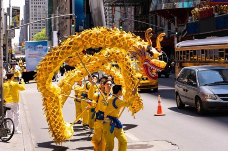 Equipe de Dança do Dragão (Minghui.org)