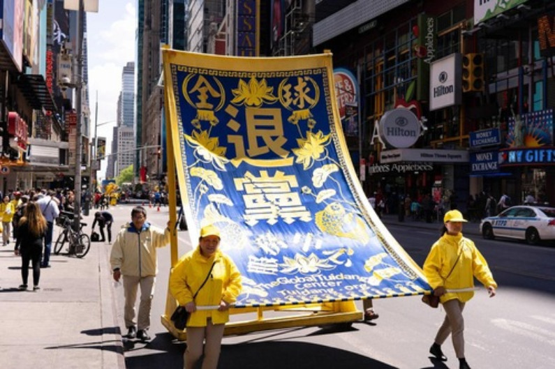 Banner pede para renunciar ao PCC (Minghui.org)