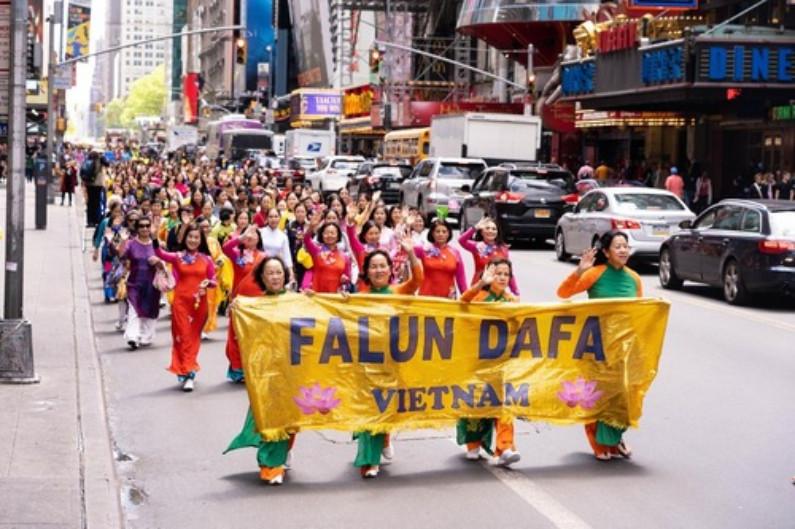 Praticantes do Vietnã (Minghui.org)