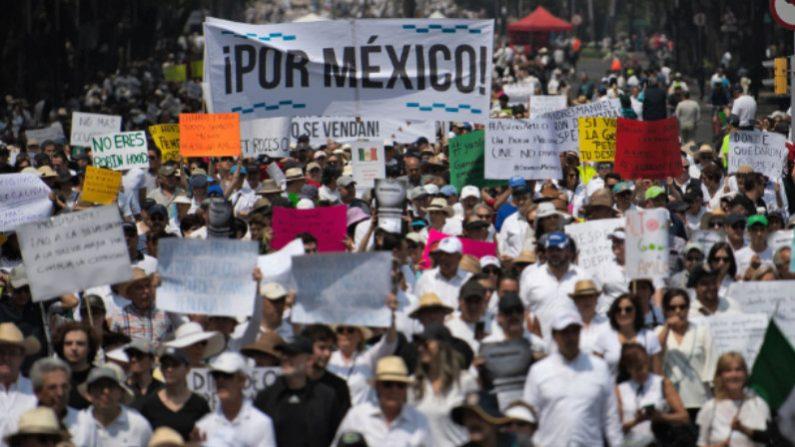 Multidão sai às ruas na Cidade do México exigindo renúncia do presidente López Obrador