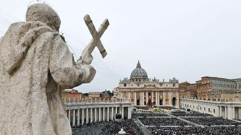 Vaticano prevê reajustes no orçamento, mas nega risco de falência