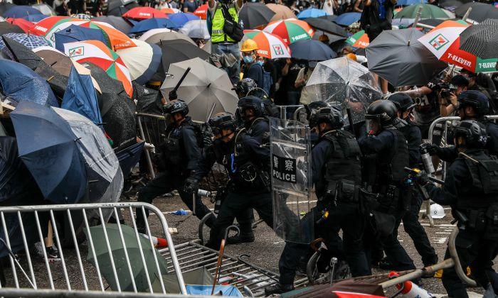"""Anistia Internacional: polícia de Hong Kong usa força """"ilegal"""" para dispersar manifestantes"""