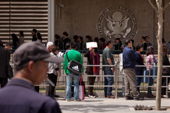 Pequim emite alerta contra viagens para os EUA à medida que tensões comerciais se intensificam