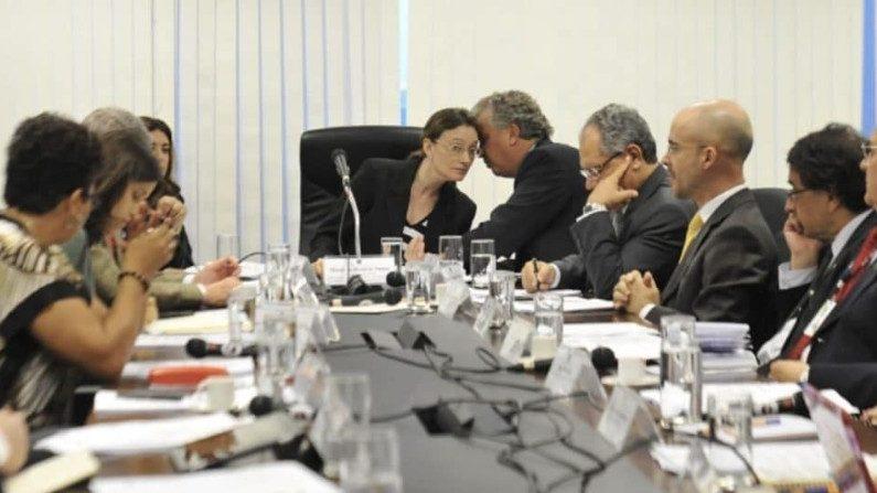 """Damares acaba farra de idas e vindas de quase 400 """"conselheiros"""" ligados a ONGs"""