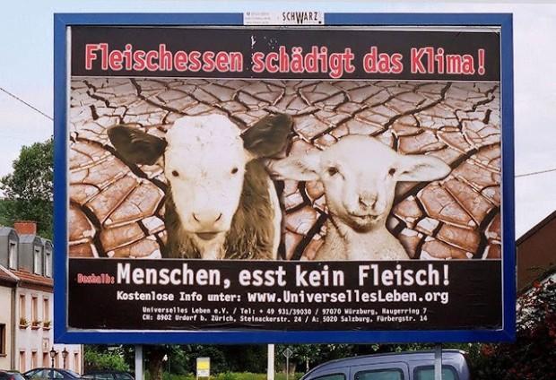 """Outdoor na via pública contra comer carne: Überherrn, Saarland, Alemanha. Acima: """"Comer carne deteriora o clima"""". Embaixo:'""""Homens, não comam carne!"""" (Reprodução)"""