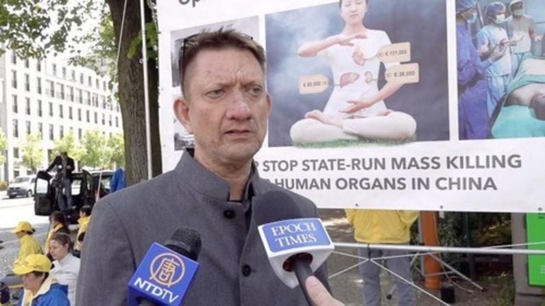 Membro do Conselho Municipal, Ronald Gläser, disse que os legisladores da Alemanha devem prestar atenção à perseguição ao Falun Gong (Minghui.org)
