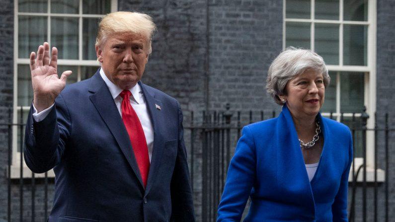 """Trump reitera em Londres que México deve conter """"invasão"""" de imigrantes"""