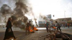 Forças de segurança do Sudão atacam manifestantes e médicos, contabilizando pelo menos 30 mortos