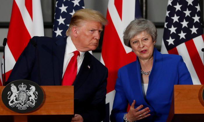 "Trump diz que a Grã-Bretanha receberá acordo comercial ""fenomenal"" pós-Brexit"