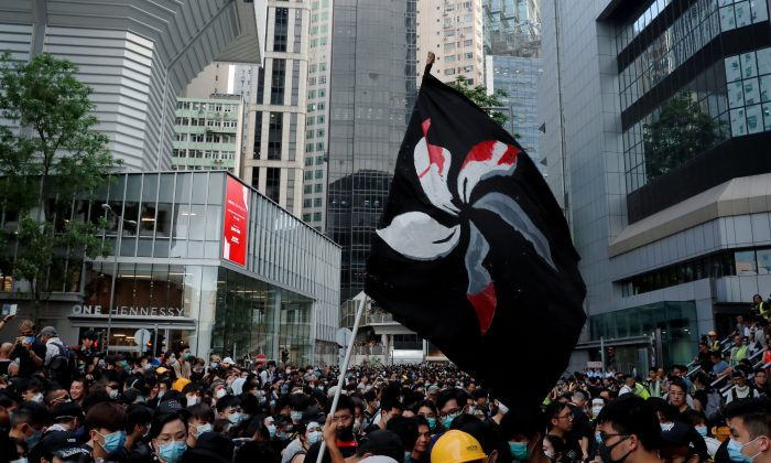 Mooncakes, hinos e post-it: a cor dos protestos de Hong Kong