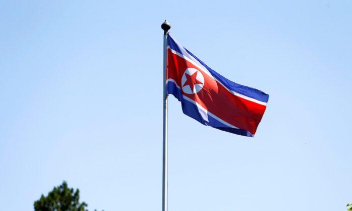 Coreia do Norte exibe novo míssil balístico gigante durante desfile militar