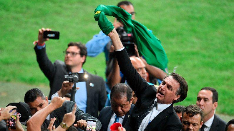 Bolsonaro lidera para presidente em todos os cenários, inclusive no segundo turno