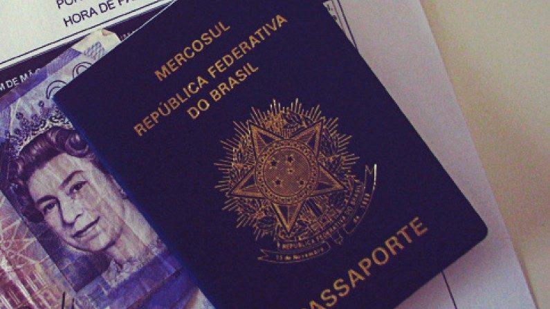 """Bolsonaro vai mudar """"genitor"""" por """"pai"""" e """"mãe"""" em passaporte"""