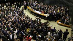 Em dia de 'crise' e coronavírus, Congresso vazio dá motivos para críticas